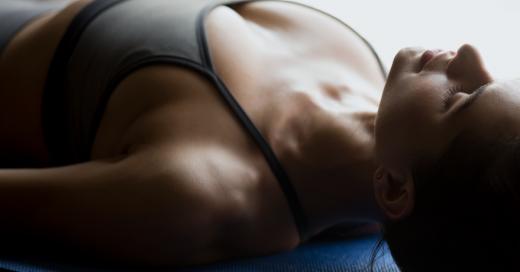 taller de yoga nidra gratuito en Vigo